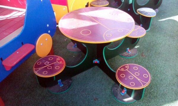 میز و صندلی طرح دار